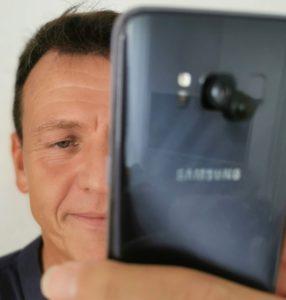 Wilfried Pauli mit LiLscüpe Linse auf Samsung S6