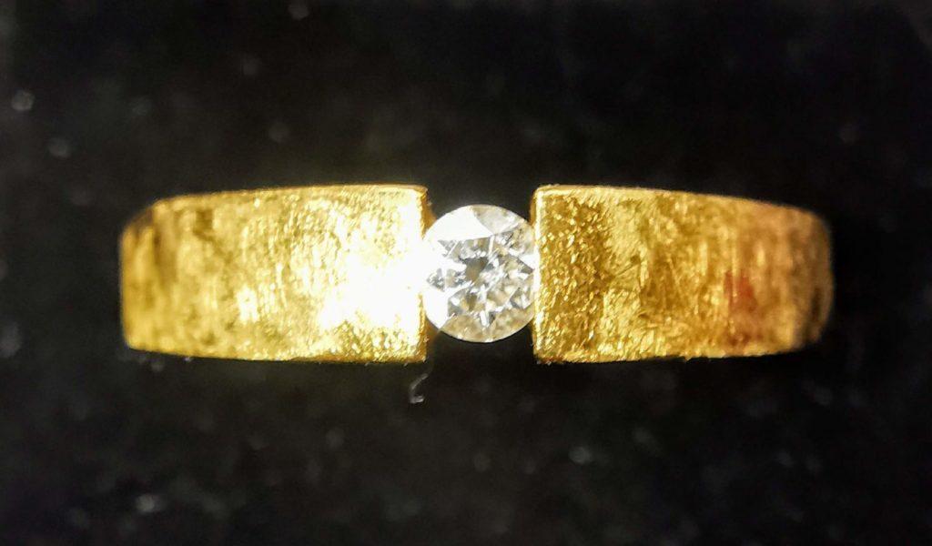 750 gold ring